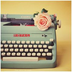 Page Thirteen // For the love of design & style: {having a moment} Vintage Typewriters