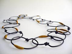 Translate from fabric to metal? Sautoir de Marianne Anselin, fer rouillé et nylon teint