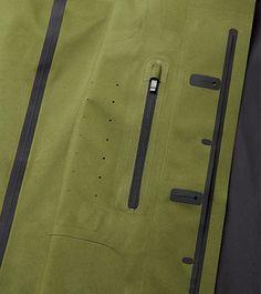 black-waterproof-raincoat-seamless-construction_06.jpg (468×527)