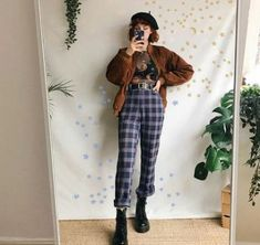 How hipster are you? This is the time to talk about my personal favorite hipster style ideas for mothers. Fashion 90s, Grunge Fashion, Look Fashion, Korean Fashion, Fashion Outfits, Female Fashion, Retro Fashion 80s, Fashion Movies, Clueless Fashion