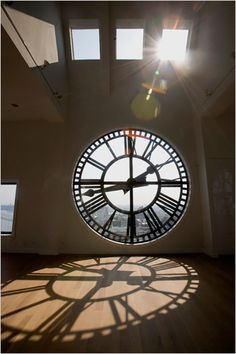 A shadow of time. A triplex penthouse apartment in a clock tower overlooking the Brooklyn Bridge and New York Harbor. Photo Credit: Ángel Franco/The New York Times Big Clocks, Cool Clocks, Billard Bar, Time Clock, Clock Town, Jolie Photo, Home And Deco, Brooklyn Bridge, Manhattan Bridge