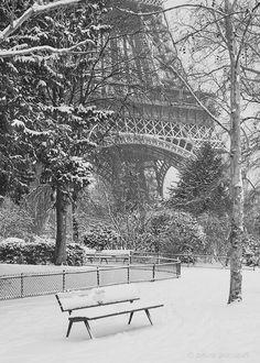 Snow @ the Eiffel Tower, France