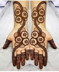 Apply these best Party Mehndi design that helps in bringing out your beauty. Here are Some Trendy and stylish Party Mehndi Designs.
