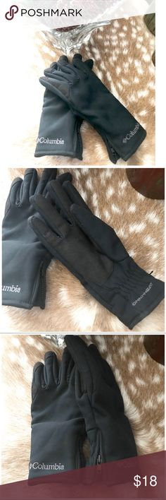 Women's Columbia Gloves Women's black Omni Heat gloves with side zipper.  🔶Brand • Columbia.  🔶Size • Small.  🔶Fabric • Shell/ 100% polyester • Palm/ 65% nylon 35% polyurethane • Brushed lining/ 100% polyester • Insulation/ 100% polyester.  🔶Condition • Worn only a couple of times, in beautiful like new condition. Columbia Accessories Gloves & Mittens