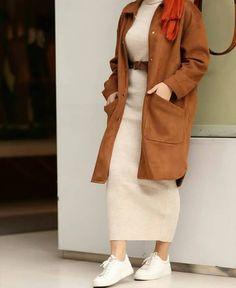 Oversized sweater dress hijab style - Just Trendy Girls: www. - Winter Street Style - - Oversized sweater dress hijab style – Just Trendy Girls: www.justtrendygir … – Source by WinterStreetStylee Stylish Hijab, Modest Fashion Hijab, Modern Hijab Fashion, Street Hijab Fashion, Casual Hijab Outfit, Hijab Fashion Inspiration, Hijab Chic, Muslim Fashion, Mode Inspiration