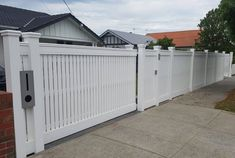 front fence hampton with header detail Picket Fence Gate, White Picket Fence, White Fence, Front Yard Fence, Front Gates, Pool Fence, White Garage Doors, Fence Landscaping, Boutique Homes
