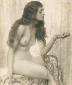 Dorothy Wilding-   'Perles', 1930s  © William Hustler and Georgina Hustler