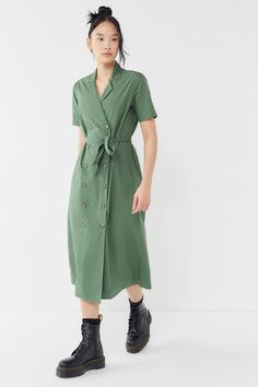 169c90a09626 Slide View  1  UO Holly Double-Breasted Midi Shirt Dress Midi Shirt Dress