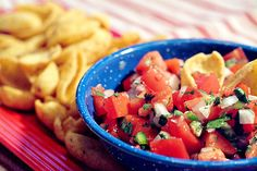 Classic Pico de Gallo - a traditional accompaniment for many Mexican dishes and a great football game snack! Serve with . Thyme Recipes, New Recipes, Healthy Recipes, Yummy Recipes, Mexican Dishes, Mexican Food Recipes, Ethnic Recipes, Roast Beef Au Jus, Sauces