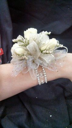 Awesome 51 Most Stunning Wedding Corsage For Your Wedding - Armband Homecoming Flowers, Prom Flowers, Bridal Flowers, Corsages For Homecoming, White Flowers, Rustic Flowers, Unique Flowers, White Roses, Red Roses