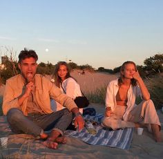 Picnic at Discovery = to-do Bff Goals, Best Friend Goals, Best Friends, Summer Days, Summer Vibes, Photography Beach, Shotting Photo, Photos Voyages, Summer Pictures