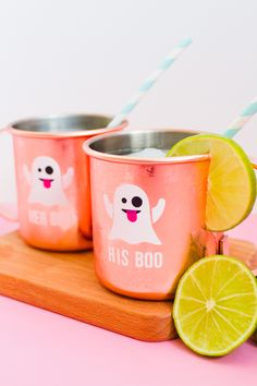 This DIY ghost emoji mug project is the perfect Halloween craft for you + your boo! Diy Halloween Ghosts, Halloween Vinyl, Modern Halloween, Halloween Party Decor, Halloween House, Cute Halloween, Halloween Treats, Spooky Spooky, Halloween Stuff