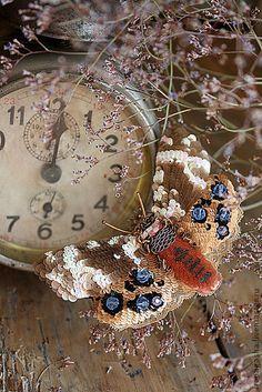 Брошь B13017 - украшения ручной работы,брошь,мотылек,бабочка,бежевый,золотистый