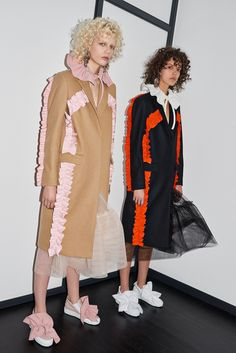 MSGM Pre-Fall 2016 collection, runway looks, beauty, models, and reviews.