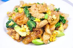Thai Food Recipes: STIR FRIED RIBBON NOODLES WITH PORK