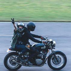 "freedomontwowheels: "" ""✌️ . #caferacers #caferacer #motorcycle #thruxton #triumph #bonneville #motorcycle"" by @nostalgia_memoir on Instagram http://ift.tt/1TAa93g """