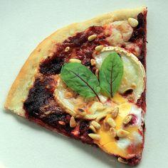 Beach housen oma nimikkopizza-sarja jatkuu. Sain lukijatoiveen tehdä pizzan punajuuresta ja vuohenjuustosta.