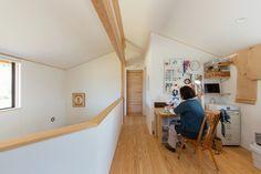 二階の吹き抜けホールを趣味・仕事のスペースに。あえて初めから作り込まないことで、暮らしに合わせて使い方を変えていける場所です。 - #家づくり #木の家 #自然素材の家 #マイホーム計画  #pure #吹抜けのある家 #田舎暮らし #里山 #自然の中で暮らす #大きな窓 #デッキのある家  #ワークスペース #書斎 #2F共有ホール #テレワーク #在宅ワーク #新潟注文住宅 #長岡注文住宅 #ナレッジライフ #knowledgelife #おうち時間 #enjoyhome Pure Products, Cabinet, Storage, Furniture, Home Decor, Clothes Stand, Purse Storage, Decoration Home, Room Decor