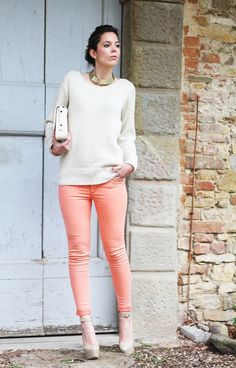 Discover and organize outfit ideas for your clothes. Decide your daily outfit with your wardrobe clothes, and discover the most inspiring personal style Jeans Coral, Pink Jeans Outfit, Peach Jeans, Coral Pants, Pastel Jeans, Yellow Pants, Fashion Blogger Style, Love Fashion, Fashion Women