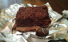 O Bolo Gelado Trufado de Chocolate é delicioso, cremoso e muito refrescante. Faça e deixe todos lambendo os dedos e pedindo mais! Veja Também: Bolo Gelado