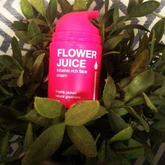 @skinjuice  flower juice is a hydrating moisturiser perfect coming into the cooler months. Perfect weather for a facial book in today or tomorrow spaces available.