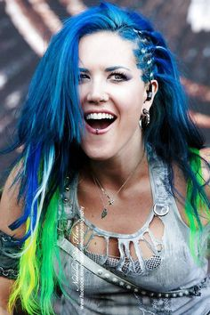 Alissa White-Gluz of Arch Enemy Chica Heavy Metal, Heavy Metal Girl, Heavy Metal Music, Metal Fashion, Look Fashion, Death Metal, The Agonist, Music Rock, Rock Y Metal