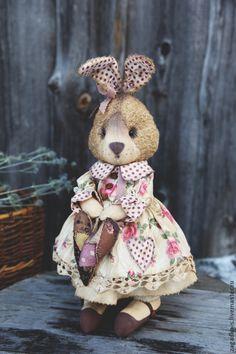 Купить Зайка с сердцем. - розовый, зайка, винтаж, винтажный стиль, сувениры и подарки Rabbit Toys, Bunny Toys, Doll Crafts, Sewing Crafts, Bunny Outfit, Harvest Decorations, Easter Bunny, Easter Eggs, Silk Ribbon Embroidery