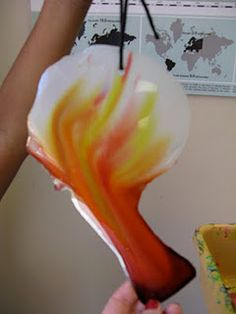 okeeffe or chihuly out of glue! This is awesome-pre-k, kinder 3d Art Projects, School Art Projects, Kindergarten Projects, Sculpture Lessons, Sculpture Projects, High School Art, Middle School Art, 2nd Grade Art, Grade 2