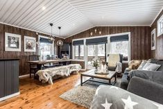 Cottage Renovation, Reading Room, Skiing, House Ideas, Dining Table, Cabin, Living Room, Outdoor Decor, Inspiration