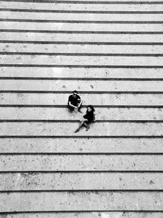 long shot, grey, black and white photography, cute couple Black N White, Black And White Pictures, Foto Flash, Street Photography, Art Photography, Couple Photography, Urbane Kunst, Foto Fashion, Fashion Models