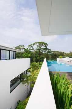 The Long Houses by Formwerkz Architects stretch down a narrow site Outdoor Water Features, Pool Fountain, Long House, Small Windows, Outdoor Spaces, Interior Architecture, Facade, Singapore, Exterior