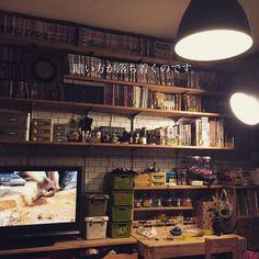 yukoさんの、部屋全体,照明,IKEA,団地,見せる収納,壁面収納,漫画収納,DIY棚,整理整頓,1×4材,築41年中古マンション,塩系インテリアの会,のお部屋写真