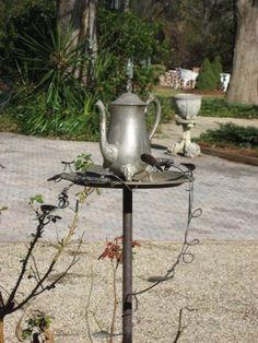 teapot bird feeder... Diy Fountain, Garden Fountains, Inside Art, Birds And The Bees, Side Garden, Outdoor Living, Outdoor Decor, Garden Spaces, Yard Art