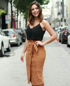 Como vestir elegante y juvenil mujer Skirt Outfits, Chic Outfits, Fall Outfits, Fashion Outfits, Womens Fashion, Mode Chic, Mode Style, Vetement Fashion, Work Fashion