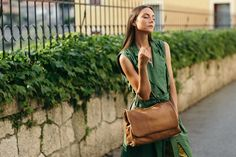 Granada is an exclusive collection of Gianni Segatta, Venetian artisan designer who goes beyond the standards and creats unique hand-crafted bags using the fine Del Conte, Simple Lines, Exclusive Collection, Italian Leather, Venetian, Artisan, Unique, Bags, Beautiful