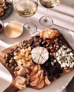 New Cheese Food Photography Snacks 64 Ideas Think Food, Love Food, Food Porn, Tasty, Yummy Food, Food Platters, Food Dishes, Aesthetic Food, Antipasto