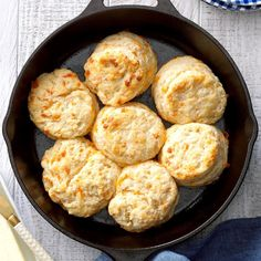 Flaky Biscuits, Cheddar Biscuits, Cheese Biscuits, Buttermilk Biscuits, Cheddar Cheese, Cast Iron Skillet Cooking, Iron Skillet Recipes, Cast Iron Recipes, Skillet Bread