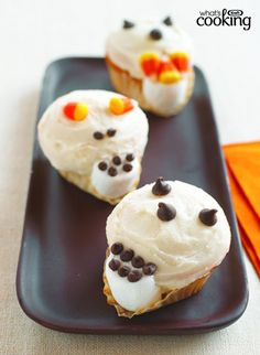 Need a sweet treat for your next Halloween party? Try these spook-tacular Skull Cakes. Bake up a batch of vanilla cupcakes and then get creative in the kitchen! Halloween Baking, Halloween Food For Party, Halloween Treats, Skull Cupcakes, Chocolate Decorations, Instant Pudding, Vanilla Cupcakes, Cake Batter, What To Cook