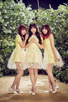 Popular Japanese adult video (JAV) actresses Yua Mikami, Moko Sakura and Miko Matsuda will join together as Honey Popcorn and make their debut next month as an… Kpop Girl Groups, Kpop Girls, Blurred Lines Robin Thicke, Honey Popcorn, Japanese Girl Group, Pop Singers, Bridesmaid Dresses, Wedding Dresses, Pop Group