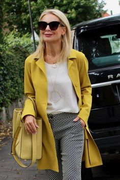 Best Outfits For Women Over 50 - Fashion Trends Mature Fashion, Over 50 Womens Fashion, Fashion Over 50, Work Fashion, Fashion Looks, Modern Fashion Outfits, Mode Outfits, Chic Outfits, Work Casual