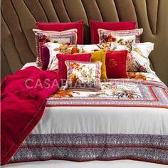 Cuscini arredoRoberto Cavalli Flora - Casabiancheria #Casabiancheria #Luxury #Decor #Arredamento #Letto #Copriletto #Biancheria #BiancheriaOnline #NegozioOnline #Spedizioni #CompletoLenzuola #Cuscini