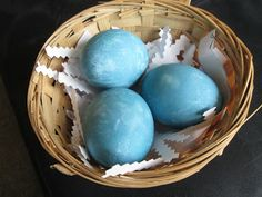 Pineapple Mama: Natural Egg Dying Experiment
