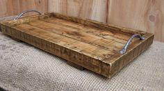 Rustique de grand plateau de service / plateau en bois de palette recyclée