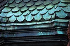 oxidized copper lettering (perhaps) Copper Roof, Metal Roof, Roof Design, House Design, Copper Paint, Fibreglass Roof, Copper Decor, Tuile, Roof Colors