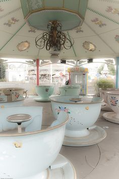Nara Dreamland Teacups ride, now abandoned in Japan Abandoned Theme Parks, Abandoned Amusement Parks, Abandoned Houses, Abandoned Places, Nara, Tea Cups, Japan Photo, Wonderland, Night