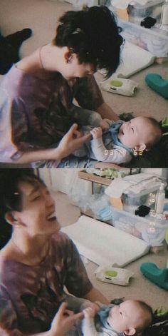 12 Potret Idol KPop Bersama Anak Kecil Ini Sukses Bikin Baper! Bobby, Asian Babies, Asian Boys, Fandom, Jung Joon Young, Ikon Member, Kim Jinhwan, Ikon Kpop, Ikon Debut
