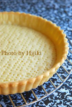 """Crispy Tart Crust (With Pictures For Each Step)! """"If you make a batch in advance and freeze them, they'll really come in handy later! Recipe by Setsubunhijiki"""" Tart Recipes, Sweets Recipes, Desserts, Puff And Pie, Milk Tart, Parmesan Recipes, Cafe Food, Crust Recipe, Bread Baking"""