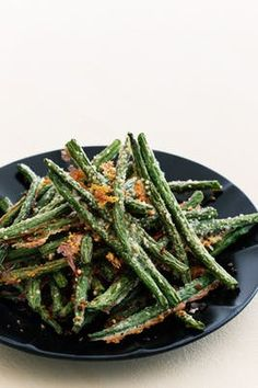Parmesanpanerade haricots verts Veggie Recipes, Keto Recipes, Vegetarian Recipes, Healthy Recipes, Tapas, Lchf Diet, Food Tasting, Greens Recipe, Vegan