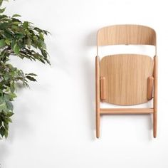 David+Irwin+designs+wooden+folding+chair+for+Case+Furniture