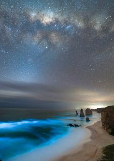 Bioluminescence and the Milky Way at the Twelve Apostles (Vic, Australia)